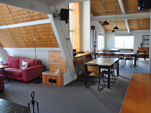 lounge-dining-ripparoo-falls-creek